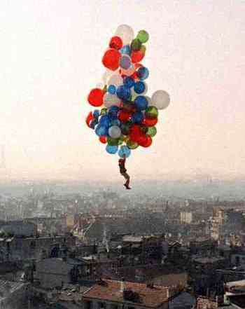 Red Balloon Flies